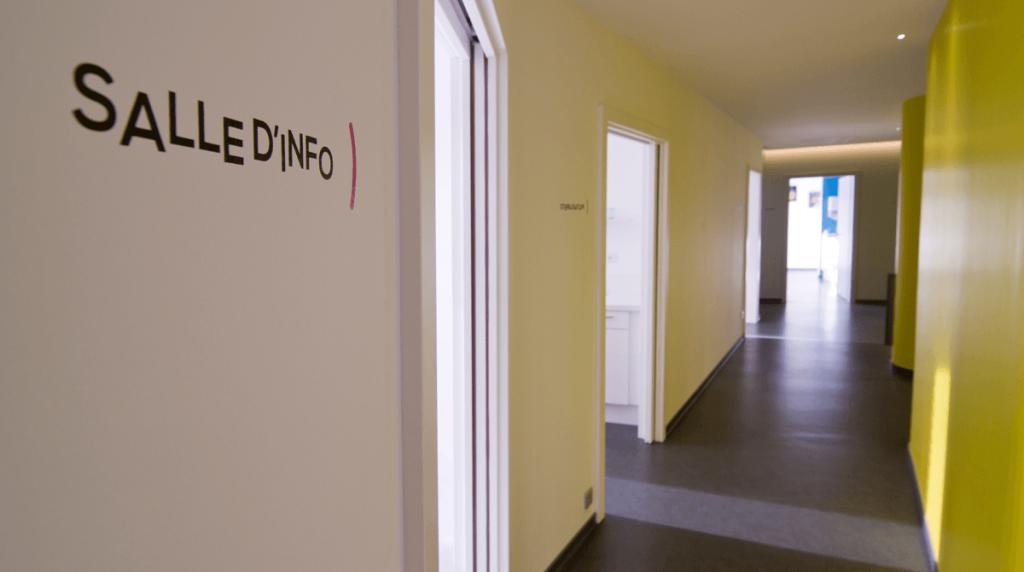 couloir du cabinet orthodontiste Haguenau des Dr Harter et Dr Freyss